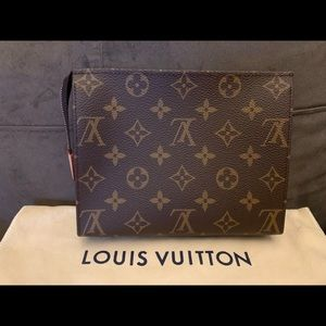 BNIB Louis Vuitton Toiletry 19 Monogram Canvas